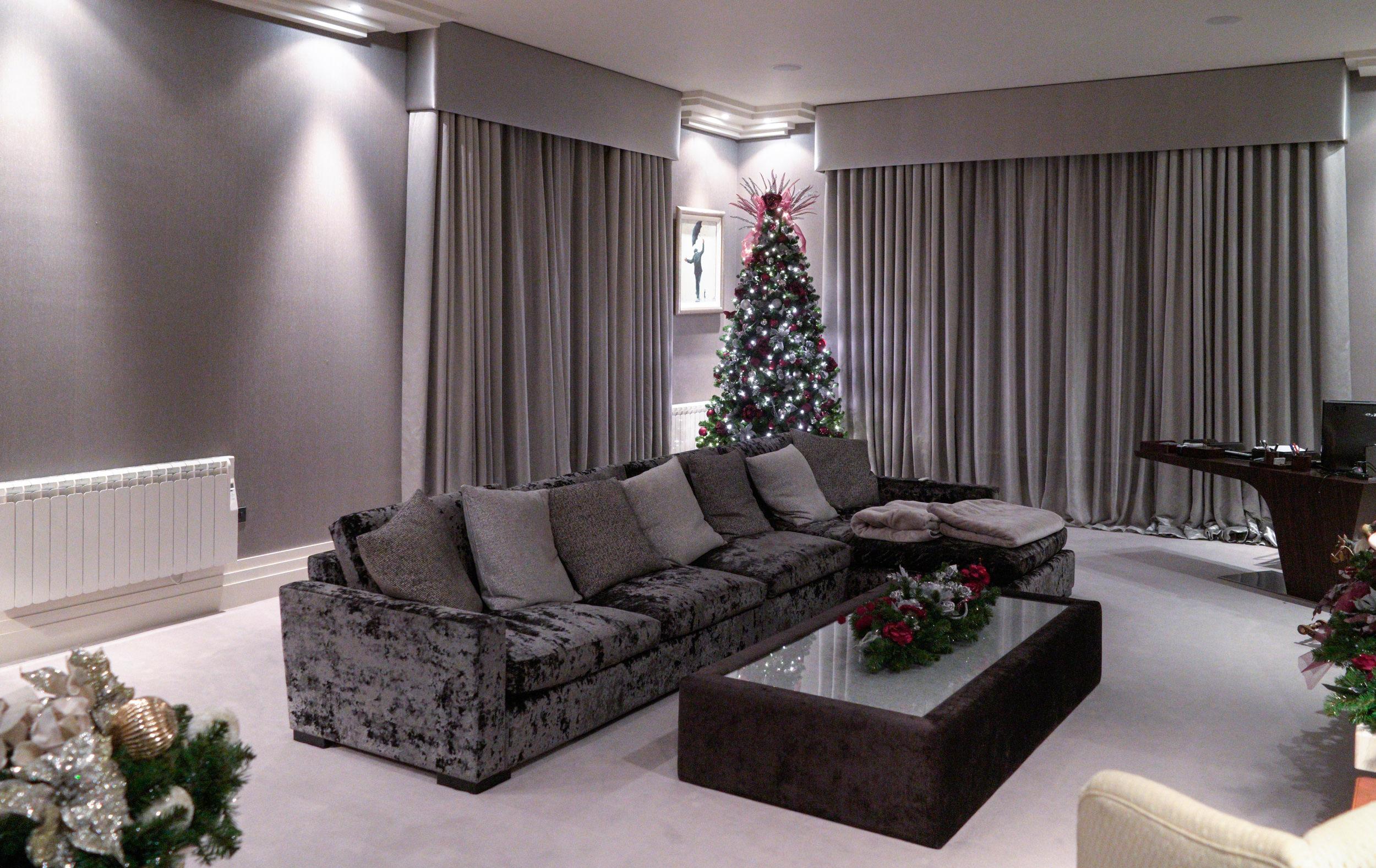 Professional christmas decorators in essex christmas essence for Professional decorator